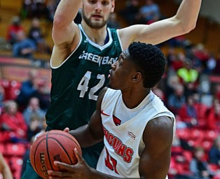YOUNGSTOWN, OHIO - JANUARY 6, 2017: Youngstown State's Carret Covington looks at the basket while being pressured by Green Bay's David Jasperson during the first half of their game, Saturday night at Beeghly Center. DAVID DERMER | THE VINDICATOR
