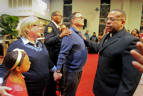 William D. Lewis The Vindicator David and Pat Leo, parents of slain Girard Police officer Justin Leo, stand with Warren PD captain Jeff Cole and Rev. Anthony Davis of Warren whio is a retired OHSP trooper, during a MLK ceremony at Second Baptist Church in Warren 1-14-18. A group of police officers were part of the ceremony to help better understanding between law enforcement and community. At left is London Johnson, 9, daughter of Rev Todd Johnson, pastor of 2nd Baptist.