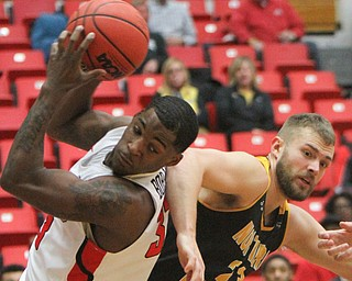 WilliamD. Lewis The Vindicator YSU'sNaz Bohannon(33)and NKU's Carson Williams(23) battle for a rebound during 2-1-18 action at YSU.