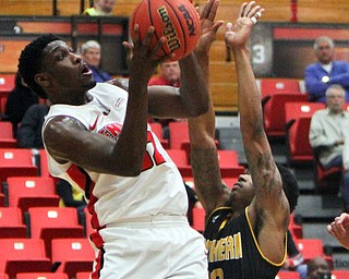 WilliamD. Lewis The Vindicator YSU's Garrett Covington(32) shoots around NKU's Lavonne Holland(30) during 2-1-18 action at YSU.