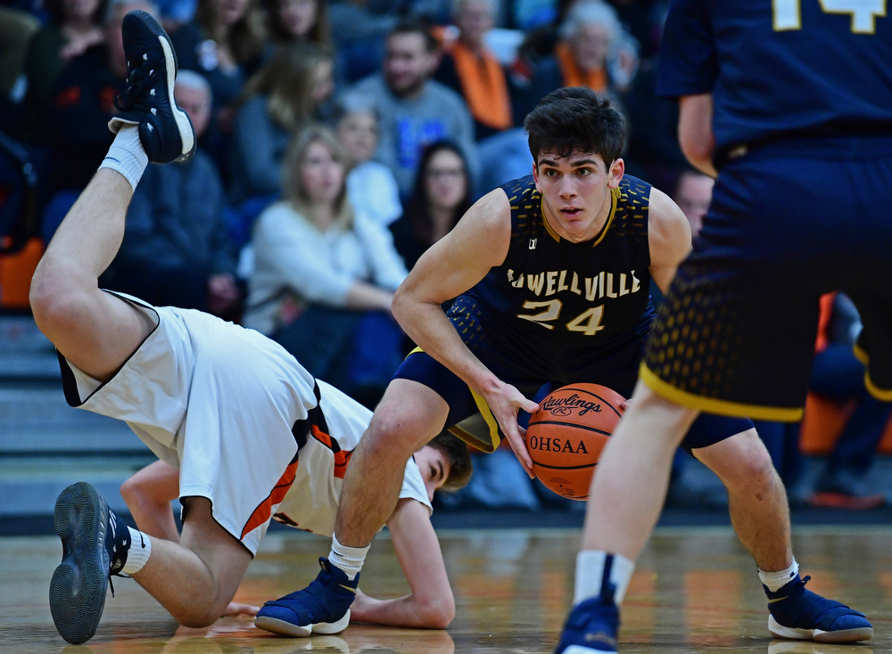 NEW MIDDLETOWN, OHIO - FEBRUARY 2, 2018: Lowellville's Joe Ballone protects the ball while looking to pass after Springfield's Drew Clark dove in an attempt to knock the ball away during the first half of their game on Friday night at Springfield High School. DAVID DERMER | THE VINDICATOR