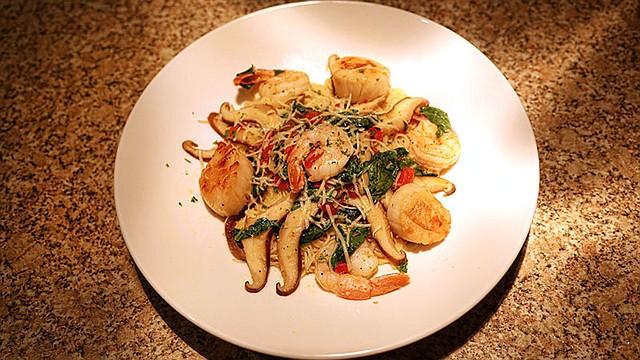 Shrimp and scallop aglie e olio.