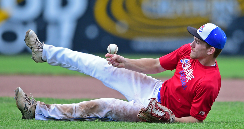 STRUTHERS, OHIO - JULY 3, 2018: Avalanche' Peter Jameson bobbles the ball while attempting to flip it from his glove to his hand after a catch in the third inning of a baseball game against Creekside, Tuesday, July 3, 2018 in Struthers. DAVID DERMER | THE VINDICATOR