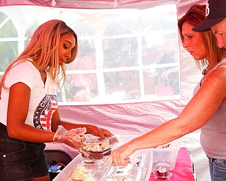 Taylor Washington, of Taylor Made Cakes, sells cupcakes to Tim and Shelly Humphreys, of Youngstown, at the Greater Youngstown Italian Fest on Friday. EMILY MATTHEWS | THE VINDICATOR