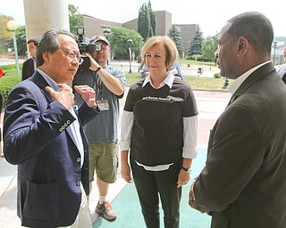 ROBERT K.YOSAY  | THE VINDICATOR..World renown cellist Yo-Yo Ma, and Deborah Rutter, director of the Kennedy Center for Performing Arts arrived at the Butler Institute of American Art this afternoon for a private lunch and discussion on the arts..Doug Franklin Mayor of Warren greets YoYo..-30-