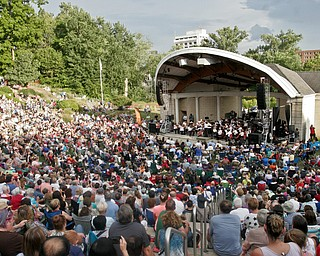 William D. Lewis The Vindicator Cellist Yo Yo Mah drew a  large crowd at the Amp in Warren for a 8-13-18 concert.