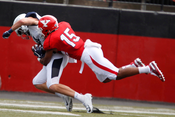 YSU's Avery Larkin tackles Butler's Pace Temple during the first half of their opening game on Saturday.