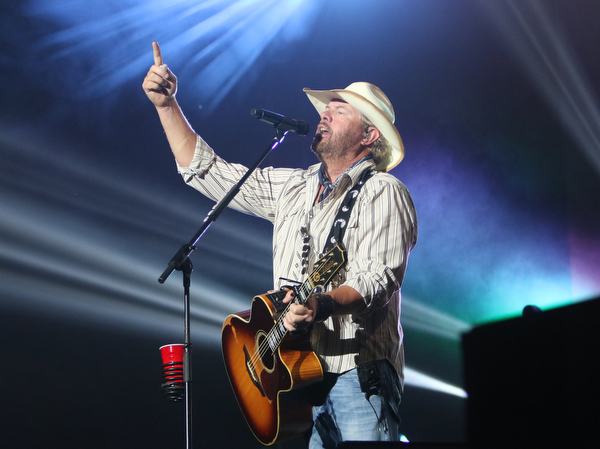 ROBERT  K. YOSAY | THE VINDICATOR..Toby Keith .... American Song Writer and singer to a sold out crowd at the Canfield fairgrounds