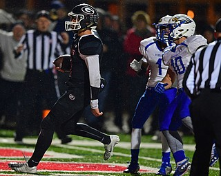 NILEs, OHIO - NOVEMBER 17, 2018: Girard's Mark Waid runs past Hubbard's JayQuan Odem and Lukas Mosora and  into the end zone to score a touchdown during the second half of the OHSAA Division 4 Region 13 Regional Final game, Saturday night at Niles McKinley High School. DAVID DERMER | THE VINDICATOR