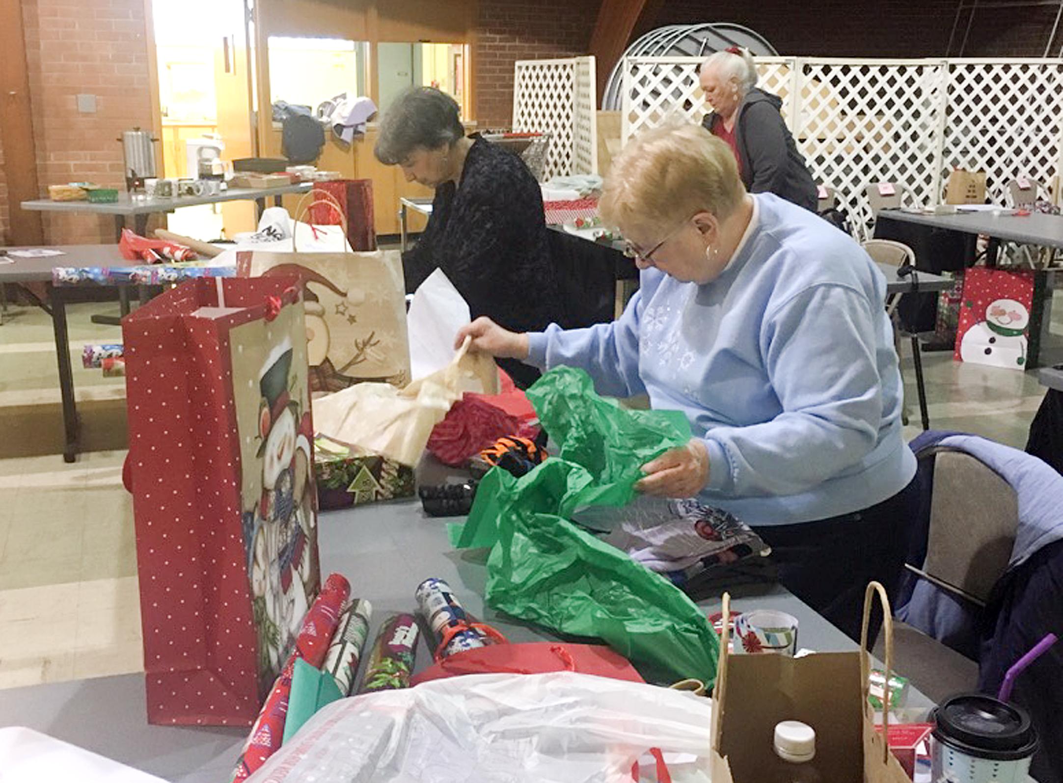 Community Provides Christmas Gifts For Needy Children Vindy Com