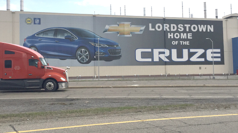 Union sues GM, says laid-off workers should replace temps