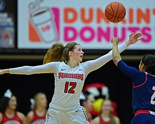 YOUNGSTOWN, OHIO - JANUARY 3, 2018: Youngstown State's Chelsea Olson deflects a pass from Illinois-Chicago's Kiarra Thompson during the first half of their game, Thursday night Beeghley Center. Youngstown State won 81-29. DAVID DERMER | THE VINDICATOR
