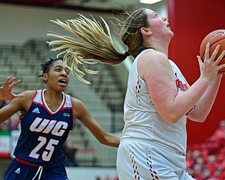 YOUNGSTOWN, OHIO - JANUARY 3, 2018: Youngstown State's Mary Dunn goes to the basket after getting behind Illinois-Chicago's Christelle Nyauchi during the first half of their game, Thursday night Beeghley Center. Youngstown State won 81-29. DAVID DERMER | THE VINDICATOR