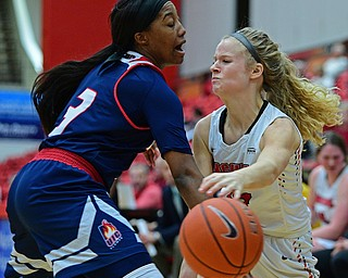 YOUNGSTOWN, OHIO - JANUARY 3, 2018: Youngstown State's Melinda Trimmer passes the ball while being pressured by Illinois-Chicago's Brittany Byrd during the second half of their game, Thursday night Beeghley Center. Youngstown State won 81-29. DAVID DERMER | THE VINDICATOR