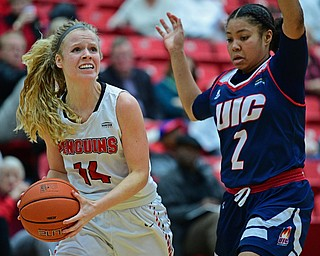 YOUNGSTOWN, OHIO - JANUARY 3, 2018: Youngstown State's Melinda Trimmer looks to the basket while being pressured by Illinois-Chicago's Kiarra Thompson