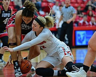 YOUNGSTOWN, OHIO JANUARY 5, 2019: Youngstown State's Alison Smolinski goes to the floor to battle with IUPI's Macee Williams during the first half of their game, Saturday afternoon at Beeghly Center. Youngstown State won 70-52. DAVID DERMER | THE VINDICATOR