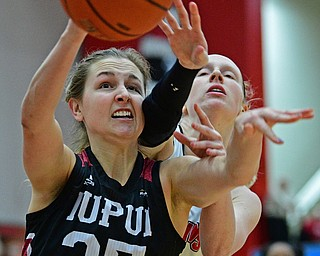 YOUNGSTOWN, OHIO JANUARY 5, 2019: IUPUI's Allex Brown and Youngstown State's Sarah Cash battle for a loose ball during the second half of their game, Saturday afternoon at Beeghly Center. Youngstown State won 70-52. DAVID DERMER | THE VINDICATOR
