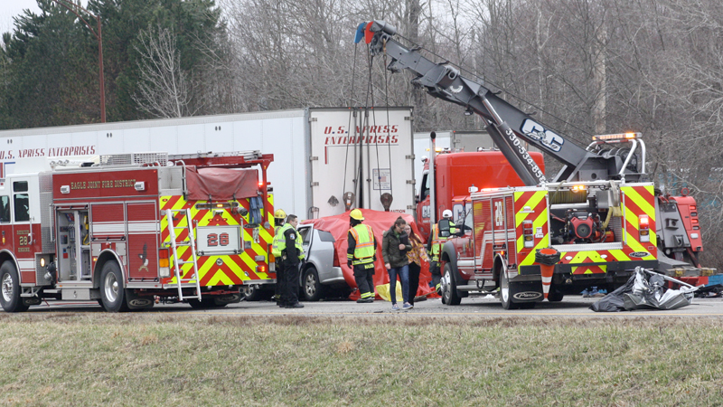 Driver killed, hit back of semi tractor trailer | vindy com