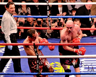 Pavlik pounds Rubio 1